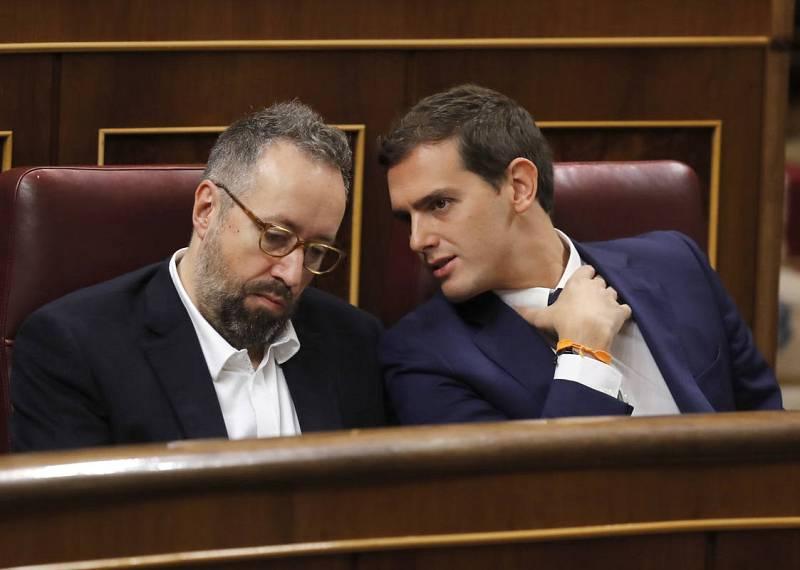 El presidente de Ciudadanos, Albert Rivera (d), y el portavoz parlamentario de la formación, Juan Carlos Girauta (i).
