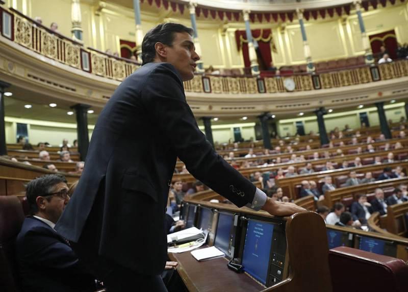 Pedro Sánchez, en el momento de emitir su voto