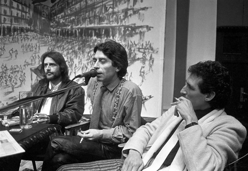 Joaquín Sabina, junto a Aute y Miguel Ríos