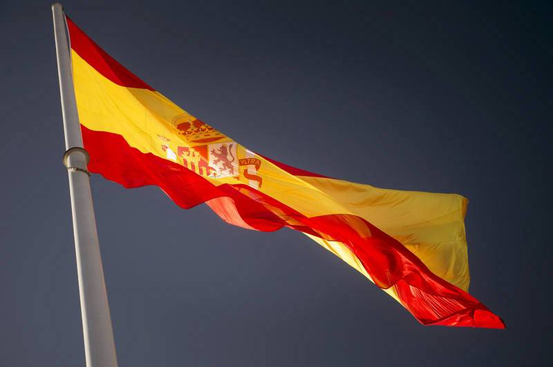 La enseña nacional, izado por completo en la Plaza de Colón de Madrid, con motivo de la celebración del Día de la Constitución.