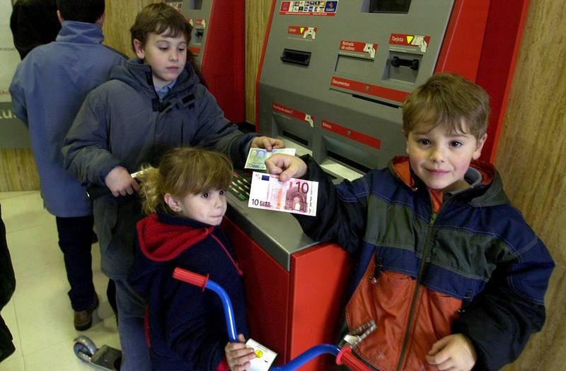 Ilusión con los primeros billetes de euro
