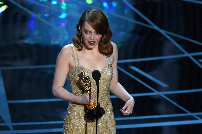 Emma Stone recibe el Oscar a mejor actriz por su papel en 'La la land'