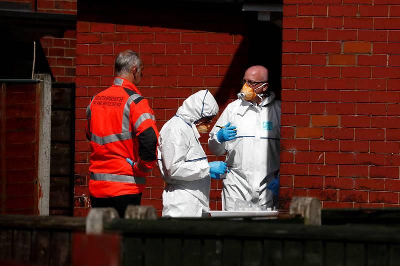 Policías britanicos investigan un domicilio en Manchester en relación con el atentado suicida de este martes