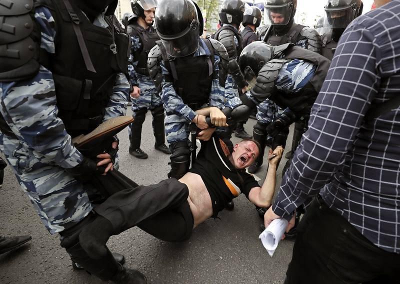 MÁS DE 250 DETENIDOS EN PROTESTAS NO AUTORIZADAS EN MOSCÚ Y SAN PETERSBURGO