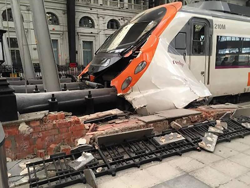 El accidente de Cercanías de Barcelona, en imágenes
