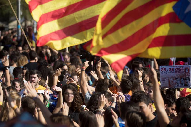 CIENTOS DE ESTUDIANTES SE MANIFIESTAN EN BARCELONA A FAVOR DE LA INDEPENDENCIA