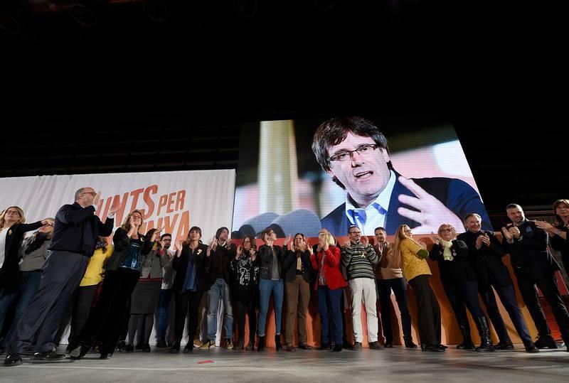 Junts per Catalunya ovaciona a su número uno, Carles Puigdemont