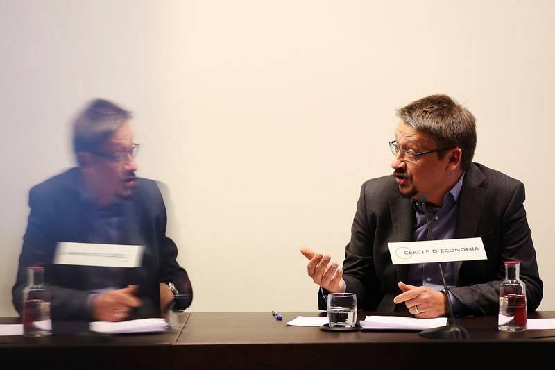 El cabeza de lista de Catalunya en Comú-Podem, Xavier Domènech, durante la conferencia-coloquio en la sede del Círculo de Economía.
