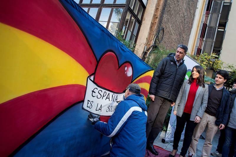 El candidato del PPC a la presidencia de la Generalitat, Xavier García Albiol, de campaña por Barcelona.