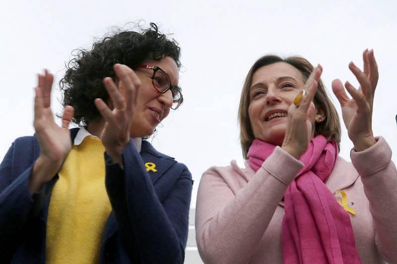 La secretaria general de ERC y número dos de la candidatura para las elecciones del 21D, Marta Rovira, junto a la presidenta del Parlament, Carme Forcadell, durante el acto electoral que ERC en Badalona (Barcelona).