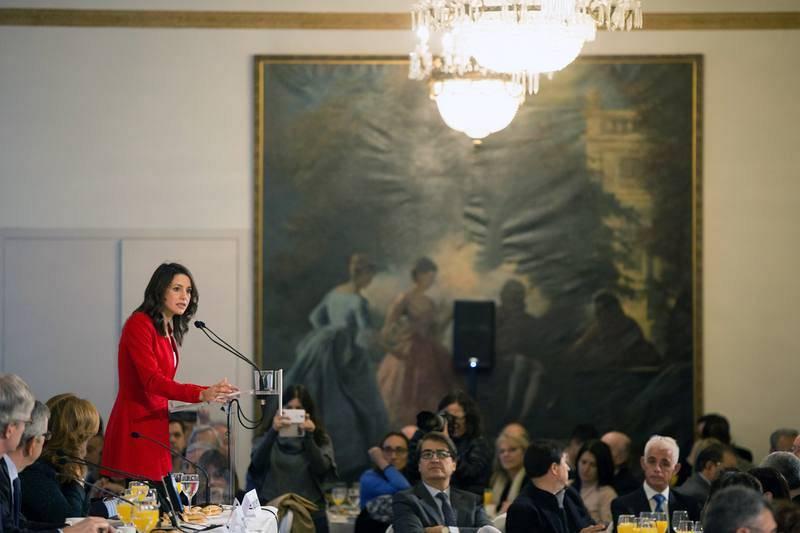 La candidata de Ciudadanos a la Presidencia de la Generalitat, Inés Arrimadas, durante el desayuno-coloquio organizado por Nueva Economía Forum en Barcelona.