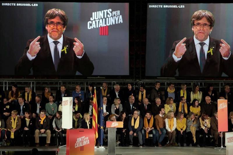 Intervención por videoconferencia del expresidente de la Generalitat, Carles Puigdemont, en el acto central de campaña de Junts per Catalunya celebrado en el pabellón de la Vall d'Hebron en Barcelona