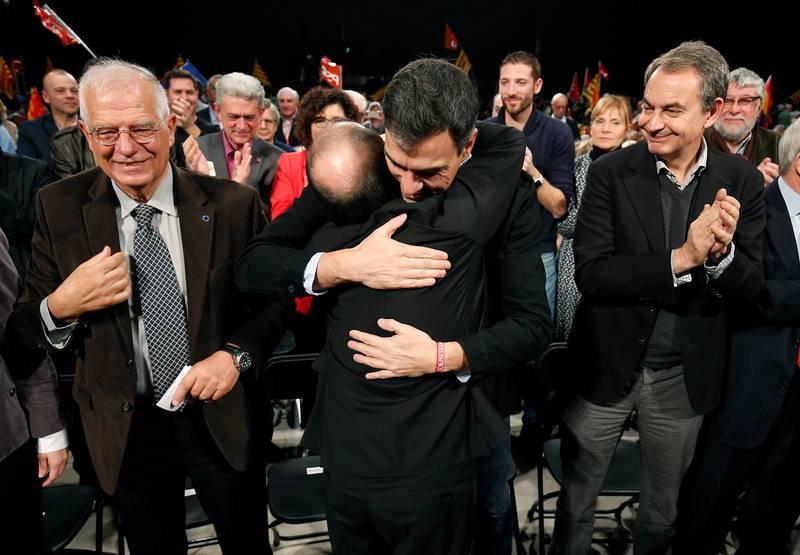 El expresidente del Gobierno José Luis Rodríguez Zapatero apoya en un mitin al candidato Miquel Iceta, junto con el secretario general del PSOE, Pedro Sánchez, y Josep Borrell.