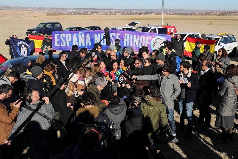 La secretaria general de ERC, Marta Rovira, habla con los medios ante la cárcel de Estremera, en Madrid, donde los republicanos han visitado en el último día de campaña a Oriol Junqueras, que se encuentra allí preso