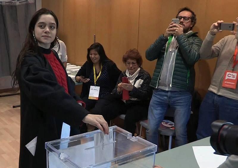 La chica que vota por Puigdemont anima a los jóvenes a implicarse en política