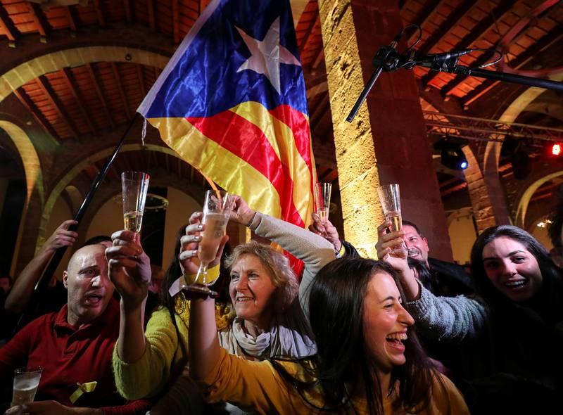 Partidarios del soberanismo celebran la mayoría alcanzada por los independentistas