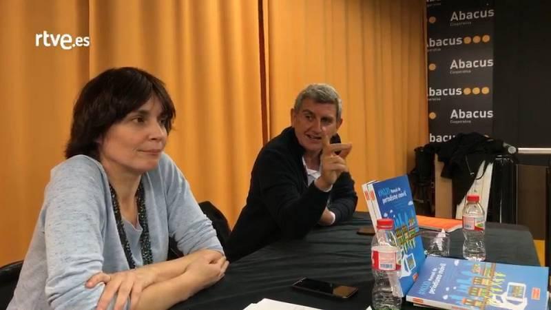 """Núria Fernández y José Manule Pérez Tornero en la presentación del libro """"#MOJO. Manual Periodismo Móvil"""" en Sant Cugat del Vallés"""