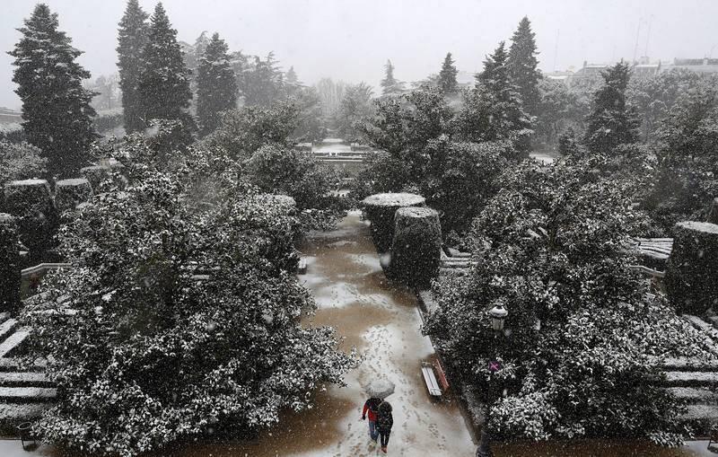Nieve en los jardines de Sabatini de Madrid