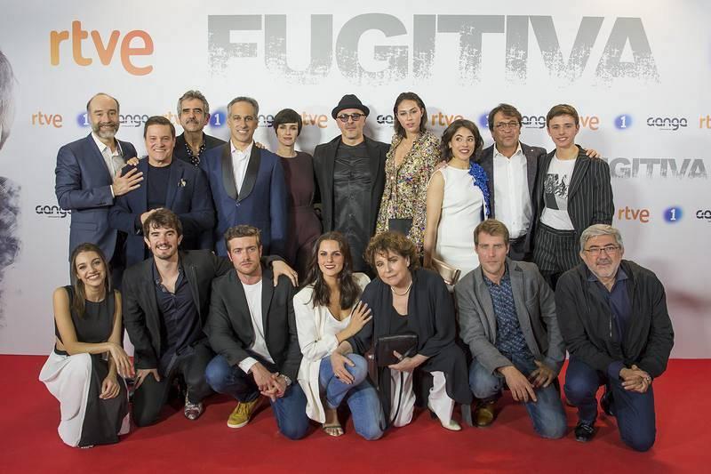 La foto en familia de todo el reparto de 'Fugitiva'