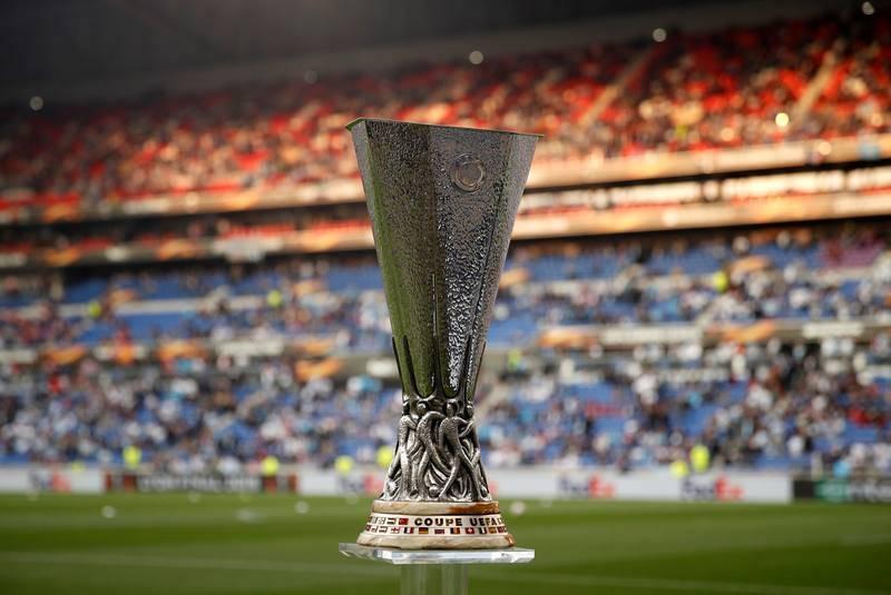 Vista del trofeo de la Liga Europa en el estadio en Lyon.