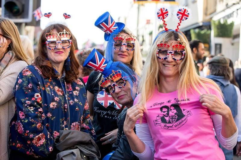 La gente, feliz en las calles por la boda del príncipe Enrique y Meghan Markle