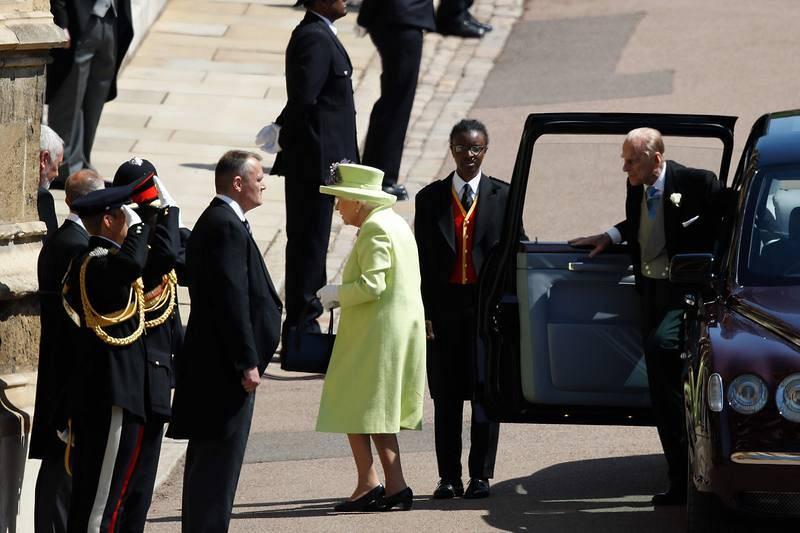 La reina de Inglaterra, Isabel II, y el príncipe Felipe, duque de Edimburgo, llegan a la Capilla de San Jorge