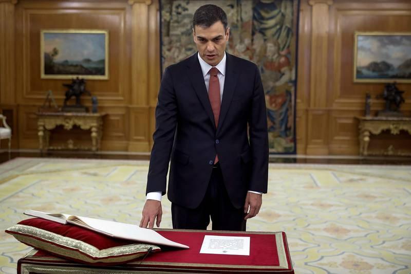 El líder del PSOE, Pedro Sánchez, ha prometido ante el rey el cargo de presidente del Gobierno