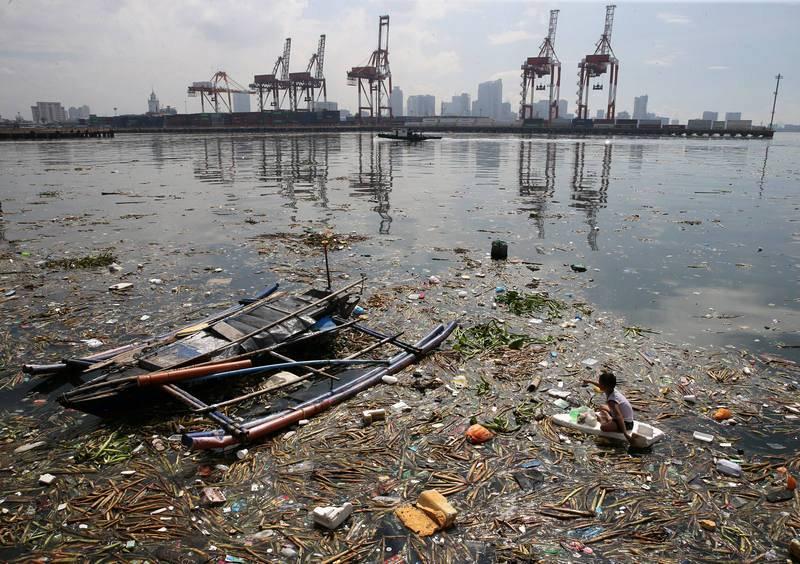 Plásticos en la Bahía de Manila