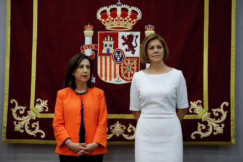 Traspaso de carteras | Defensa: María Dolores de Cospedal - Margarita Robles
