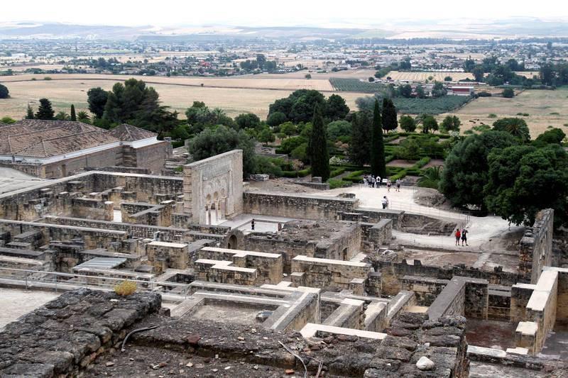 La ciudad de Medina Azahara fue fundada por el primer califa de Al Ándalus, Abderramán III, de la dinastía Omeya