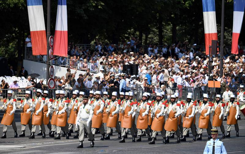 La Legión Extranjera en el desfile militar del 14 de julio