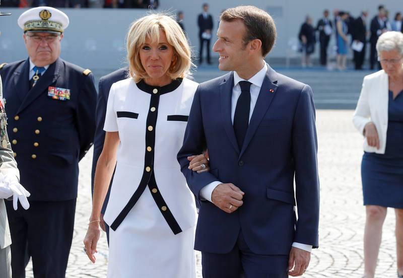 El presidente de Francia, Emmanuel Macron, con su mujer, Brigitte Macron, en el tradicional desfile militar del 14 de julio