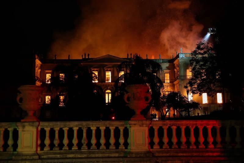 Incendio consume el Museo Nacional de Río de Janeiro