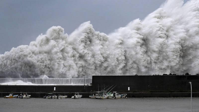 Olas causadas por el tifón Jebi en Aki, prefectura de Kochi. Agencia Kyodo, via REUTERS