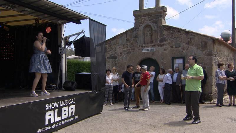 Alba en plena sesión vermú, en San Pedro de Ferrol de Rus