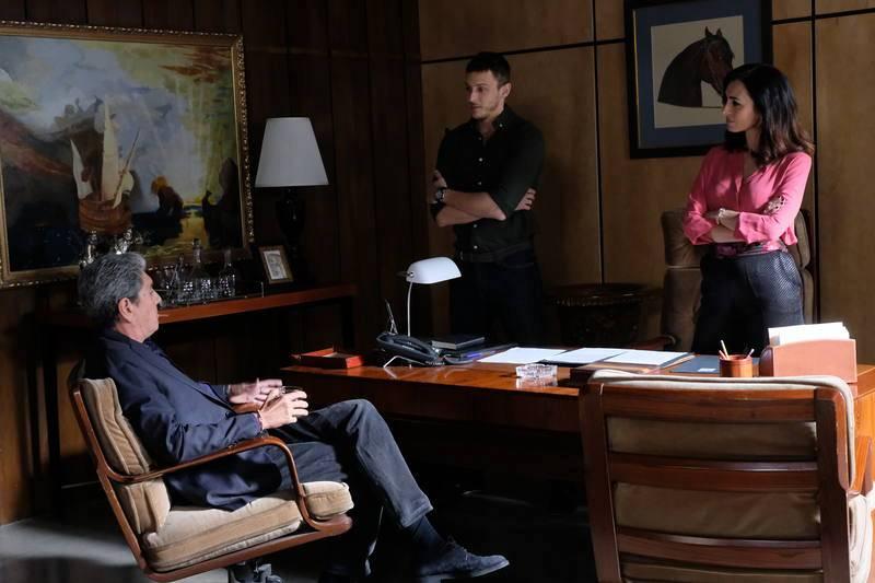 Gallardo ofrece a Sofía y Sergio ser agente doble