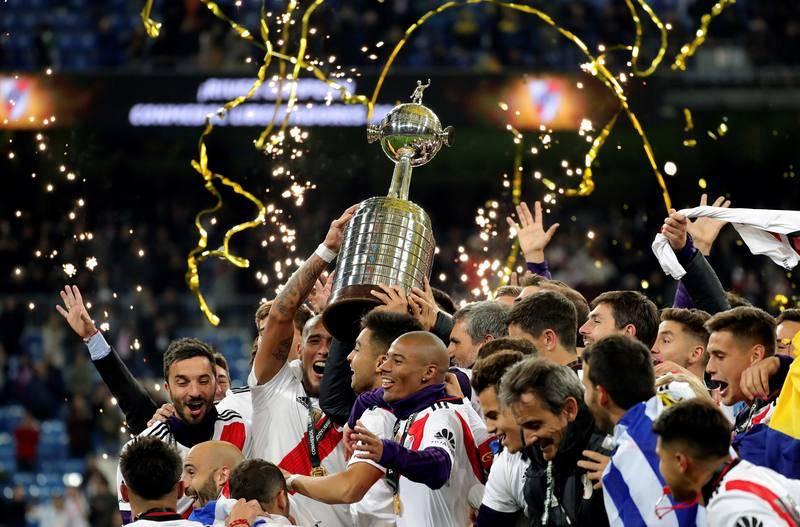 Los jugadores de River Plate en el podio tras vencer a Boca Juniors.