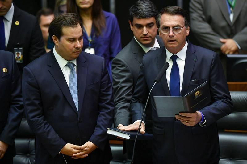 Jair Bolsonaro durante su discurso como nuevo mandatario de Brasil, junto al presidente de la Cámara de Diputados Rodrigo Maia