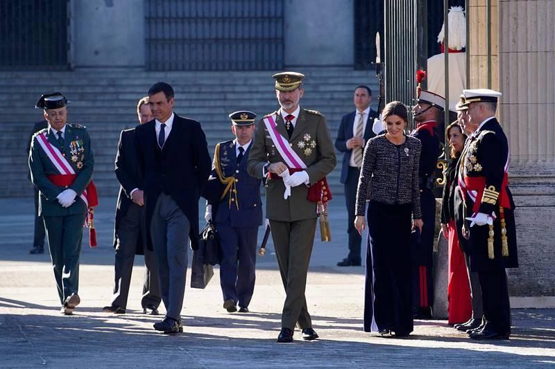 El presidente del Gobierno, Pedro Sánchez, junto al rey Felipe VI y la reina Letizia