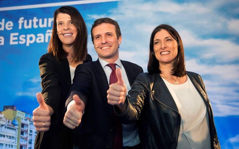El presidente del Partido Popular, Pablo Casado, junto a Ruth Beitia tras su nombramiento como candidata del PP a la Presidencia de Cantabria.