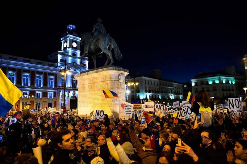 Concentración en apoyo al autoproclamado presidente legítimo de Venezuela, Juan Guaidó, en la Puerta del Sol, Madrid