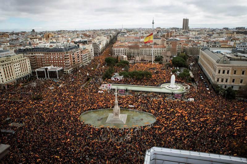 Vista general de la concentración convocada por PP, Ciudadanos y VOX en la plaza de Colón de Madrid, en protesta por el diálogo de Pedro Sánchez con los independentistas catalanes y en demanda de elecciones generales