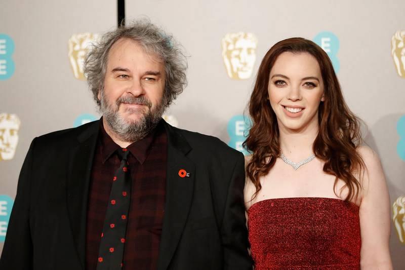 El director Peter Jackson posa junto a su hija Katie Jackson
