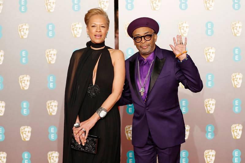 Spike Lee, nominado en la categoría de mejor Director por 'Infiltrado en el KKKlan', posa junto a su mujer, Tonya Lewis Lee