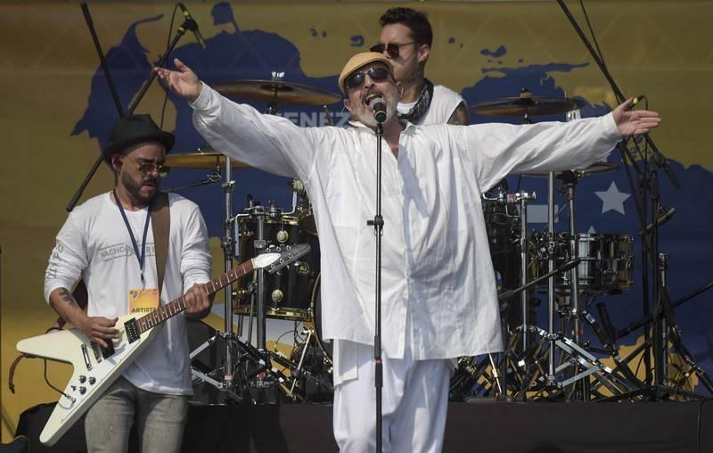Miguel Bosé durante su actuación en el concierto 'Venezuela Aid Live'