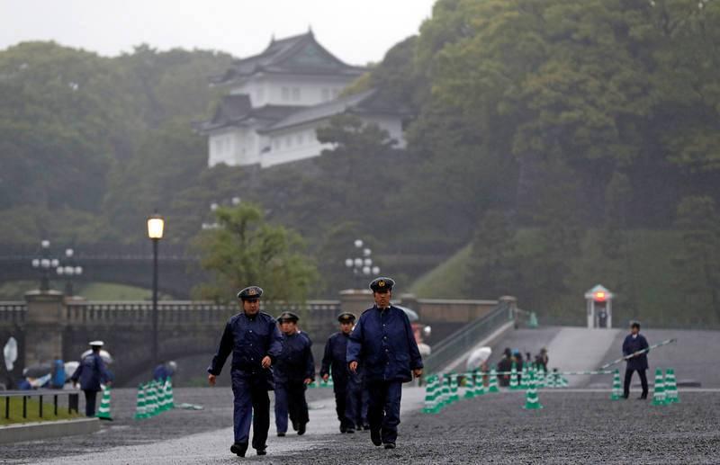 La seguridad en torno a la ceremonia de abdicación se ha reforzado tras el incidente que se registró la semana pasada en el colegio del nieto de Akihito, Hisahito, donde un individuo no identificado le dejó dos cuchillos junto al pupitre.