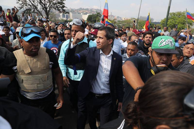 El presidente de la Asamblea Nacional, Juan Guaidóparticipa en una manifestación en apoyo a su levantamiento contra el gobierno de Nicolás Maduro este martes, en Caracas (Venezuela).