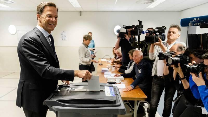 Mark Rutte vota en La Haya