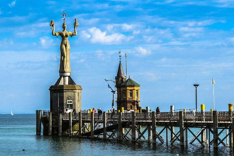 Imperia, escultura giratoria del puerto de Constanza.