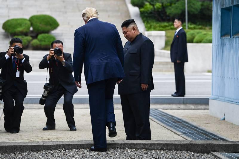Donald Trump entra en Corea del Norte, primer presidente de EE.UU. en hacerlo